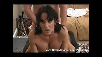 Sexo anal bizarro rasgando o cu da morena rabuda