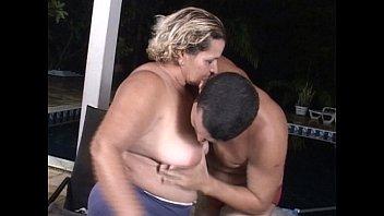 Sexo com velha brasileira transando sem camisinha