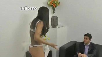 Teste de fidelidade com sexo morena dando a xoxota no sofa