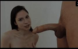 Boquete profissional com novinha engolindo penis enorme