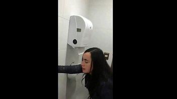 Foda na escola comendo a pepeca apertadinha da estudante