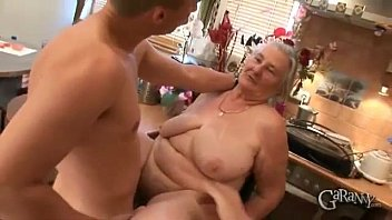 Velhas na putaria fazendo dupla penetração gostosa no motel