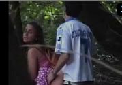 Flagra amador com casal safado trepando no pelo no mato