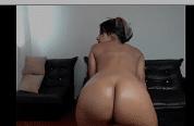 Menina dançando peladinha e exibindo seu bucetão gostoso