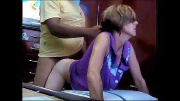 Madura brasileira fazendo primeiro video porno