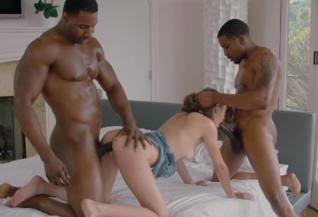Blacked porno da magrinha fogosa metendo com dois super dotados