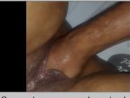 Mão na buceta da esposa gordinha de pernas abertas
