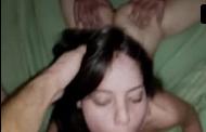 Adolescente puta fazendo sexo a três gostoso bebada