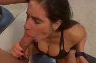 Anita fudendo com pau enorme enfiado dentro da boca