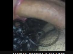 Neguinha boqueteira engolindo o pênis grosso do namorado safado