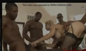 Suruba com casada da bunda grande muito tarada fazendo sexo grupal