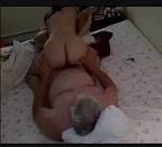 Tirando a virgindade da novinha bunduda no motel