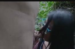 Videos de sexo amador no mato com a safada pagando boquete