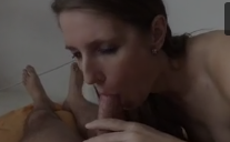 Casadasvazadas da branquinha chupando o pênis do namorado