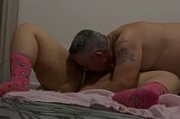Date ariane sem censura pegando a novinha a força dormindo na cama