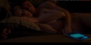 Ester expósito pelada em cenas porno de sexo com amigo