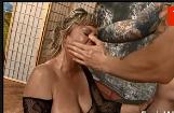 Porno so coroas tomando tapa de dando a bucetinha de quatro