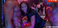 Putaria na festa com as mulheres fazendo suruba gostosa