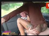 Capital sexi comendo a mulata no banco de trás do carro