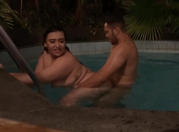 A brasileirinha gorda transando no sexo no motel com macho