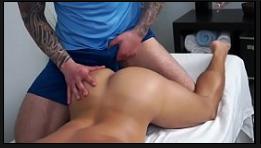 Comendo o cu do novinho dormindo pelado na cama