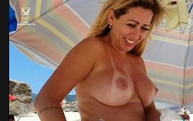 Coroa gostosa na praia exibindo os peitos grandes