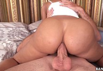 Peituda anal cavalgando em cima da piroca grande do dotado