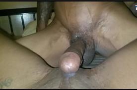 Buceta feia da novinha favelada fazendo sexo quente