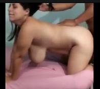 Macho pegando a gostosa de quatro no porno cavala