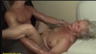 Video de sexo proibido da vovó dando o cu no sofá