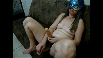 Esposa comendo marido com um pau de borracha no cu