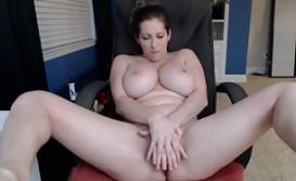 Filmando a branquinha gostosa se masturbando na cam
