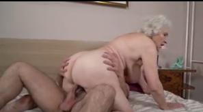 Filme de sexo filmando a velha gostosa fudendo na transa