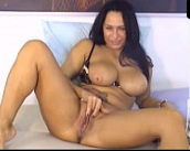 Mulher coroa gostosa se exibindo na webcam