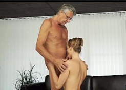 Porno proibido deste pai fode filha escondido em casa