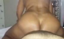 Porno real dessa gostosa velha trepando no pau enorme