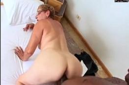 Porno real gostoso das coroas com garotos metendo até gozar