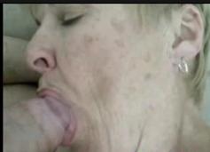 Video real de putaria da mulher velha chupando rola do menino