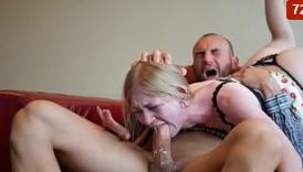 Careca dando um banho de porra na menina