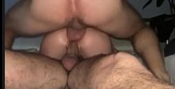 Dupla penetração com a branquinha gostosa rampeira