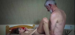 Vídeo de sexo do vovô comendo netinha