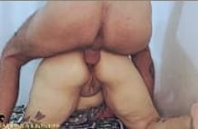 Comendo com força a novinha puta peladinha na sentada gostosa