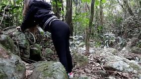 Novinha transando na suruba no mato