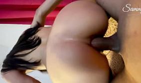 Gostosa gemendo na tripla penetração anal